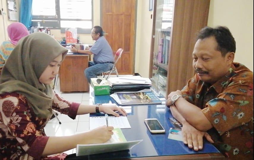 Tugas wawancara kepada pengurus PGRI cabang UNIROW Tuban.